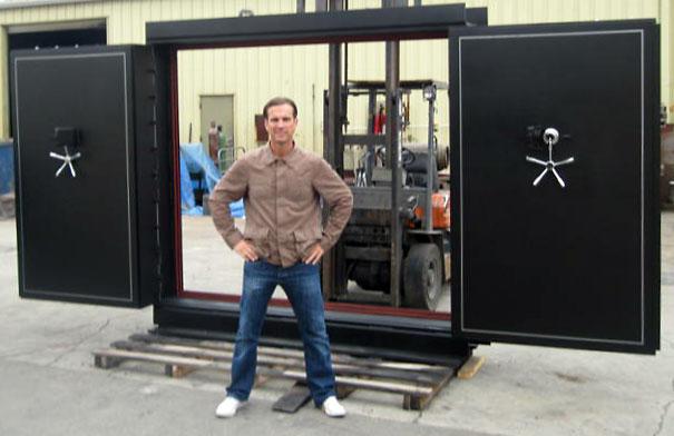 Custom vault doors gun vault sportsman vault door co for Custom safe room